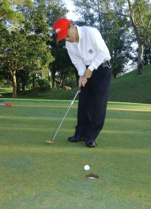 800px-Golf_player_putting_green_2003